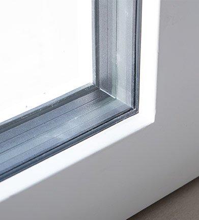 Dettaglio infisso finestra di una casa passiva a Mantova di MAC Costruzioni Generali