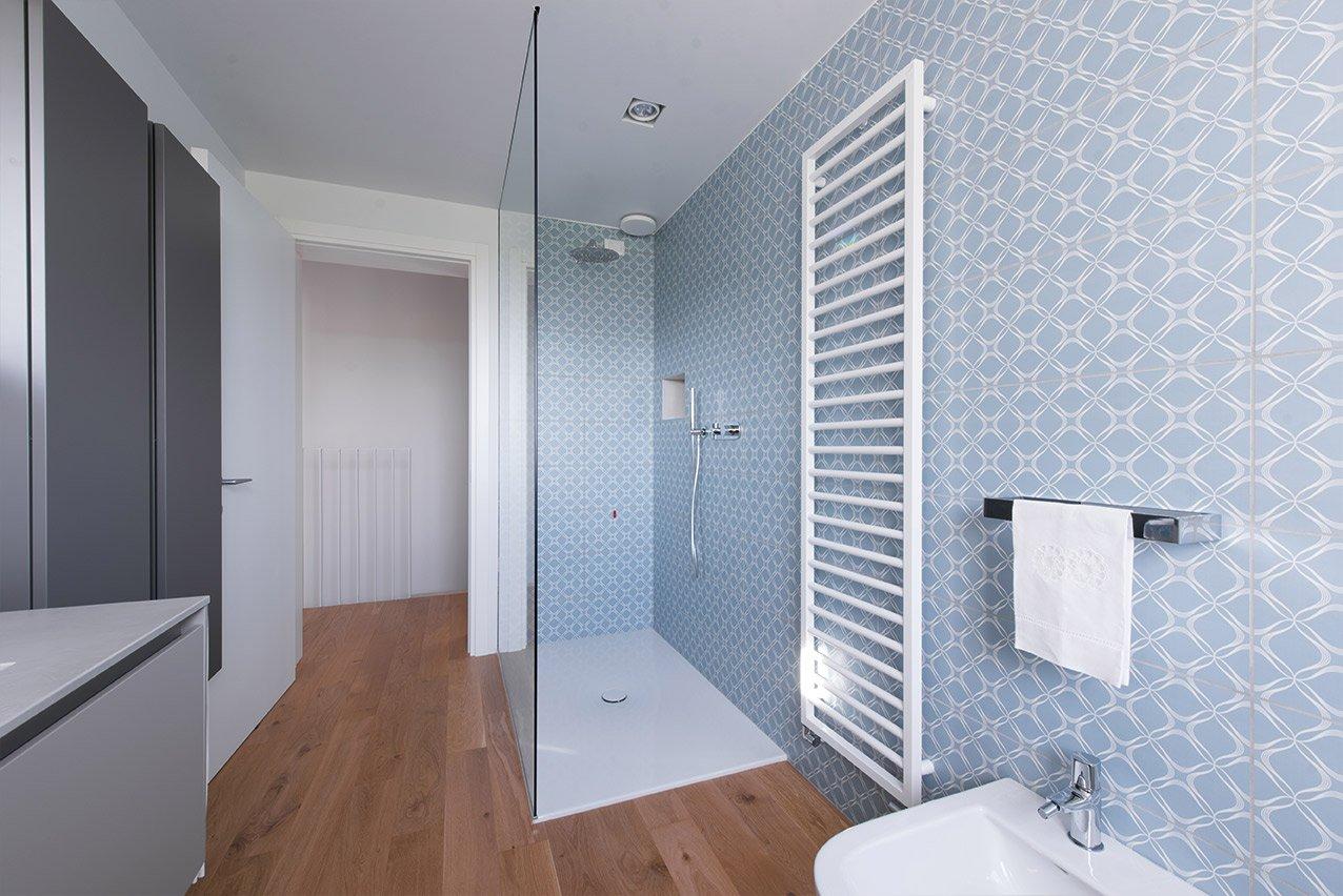 Bagno e doccia di una casa passiva a Mantova di MAC Costruzioni Generali