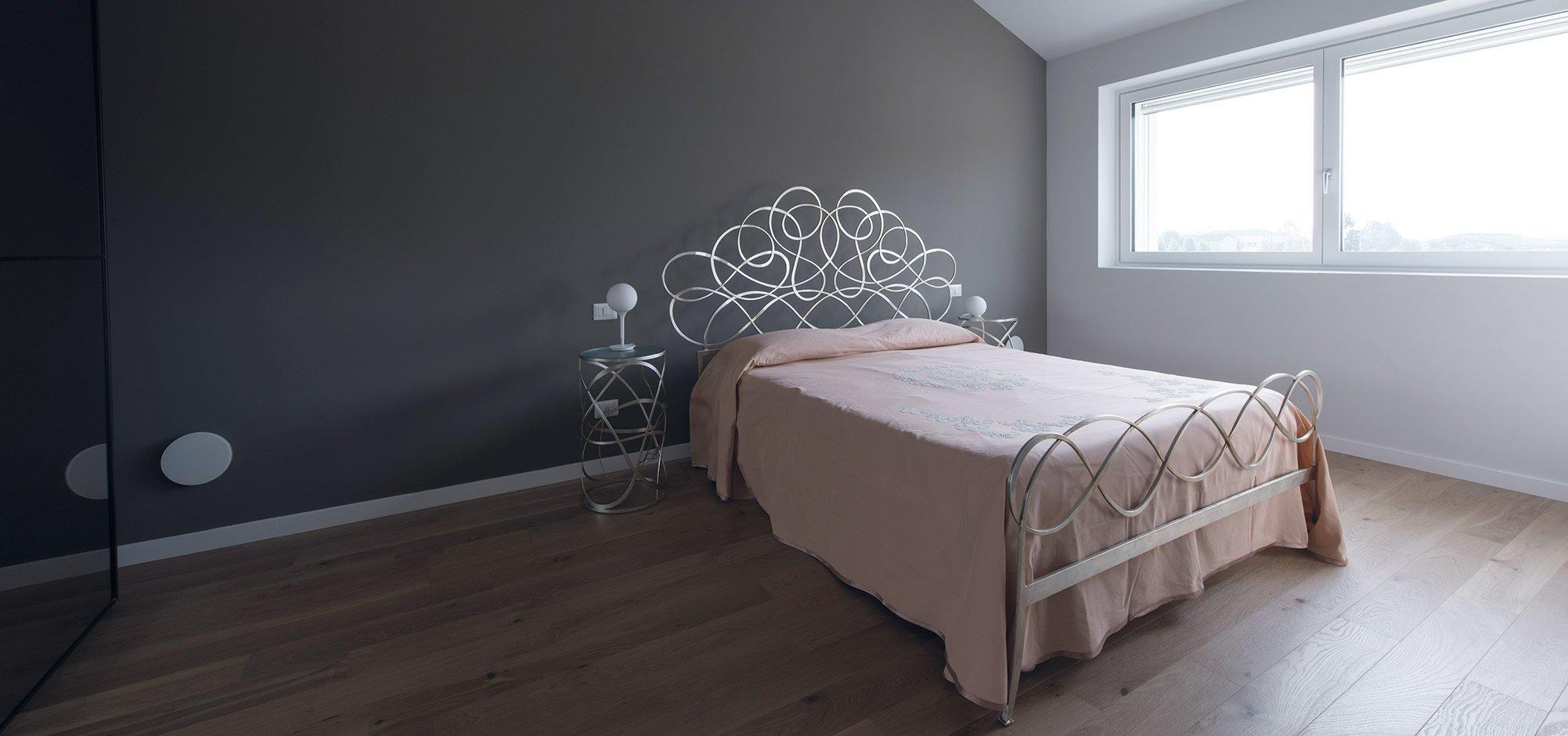 Camera da letto vista 2 di una casa passiva a Mantova di MAC Costruzioni Generali